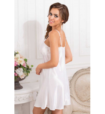 Lady in white 17251